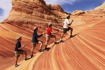 Hikers in desert | SPORTSMEDICINEACUPUNCTURE.COM